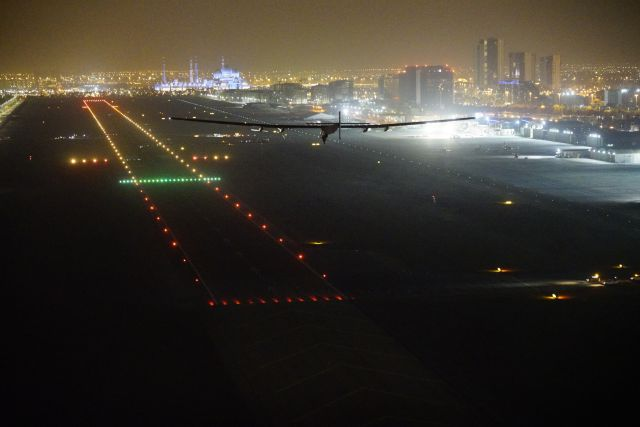 rtw_solar_impulse_2_landing_in_abu_dhabi_finishing_the_round-the-world_journey_2016_07_26-1.jpg