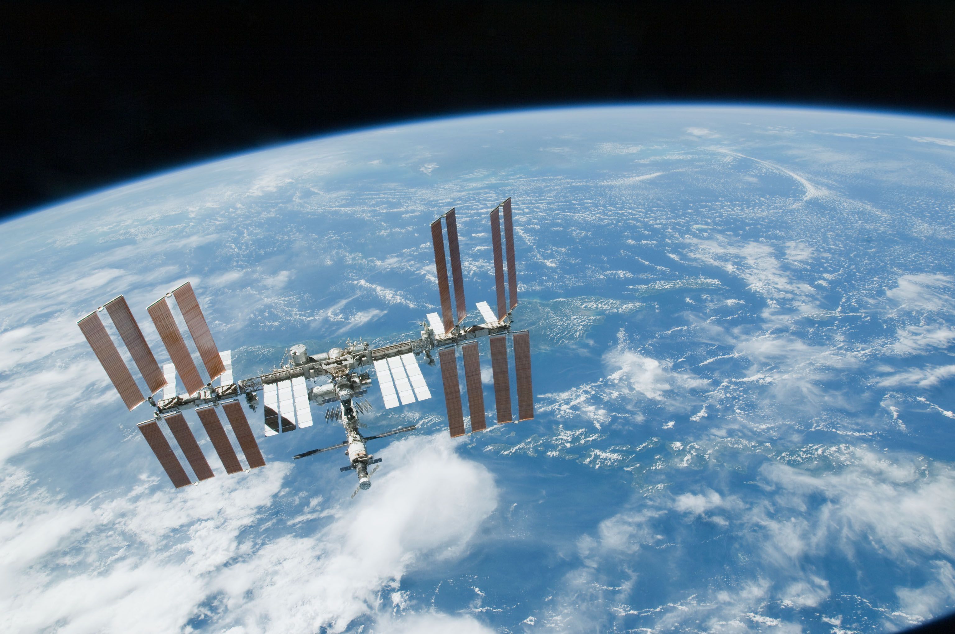 Space_Station_over_Earth.jpg